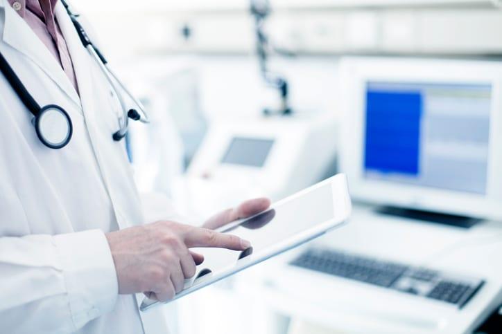 USMS | US Medical Systems | Doctor using digital tablet in hospital